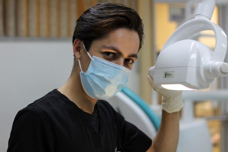 czym-sie-rozni-dentysta-od-stomatologa